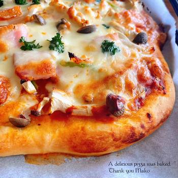 マコさんのピザとチョコバナナシフォン。