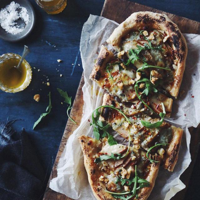 洋梨とブルーチーズのピザ