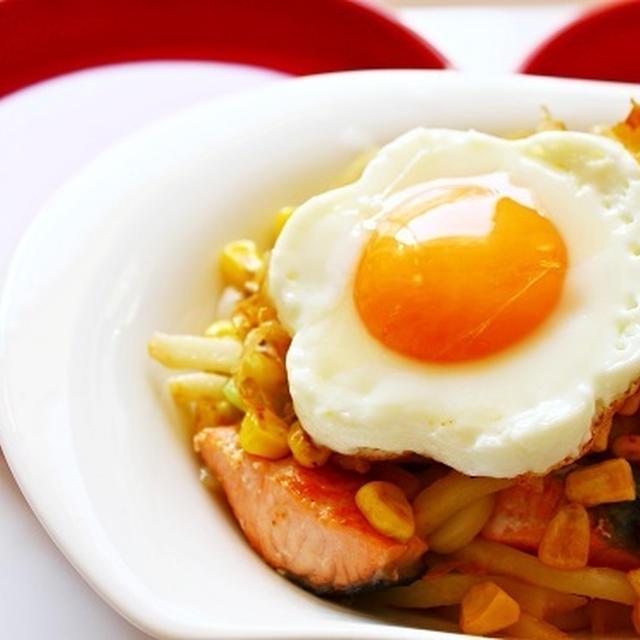 【女子力アップレシピ☆】鮭とコーンの味噌バター焼うどんのレシピ☆