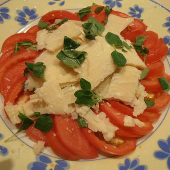 パルメザンチーズ入りトマトサラダ