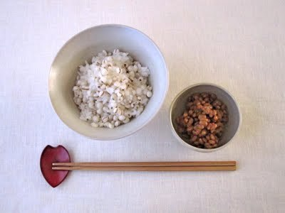はと麦ごはんと納豆の朝食