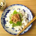 レンジで揚げの甘辛煮載せの、梅&ちりめんじゃこの散らし寿司