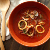 サフラン風味の魚介スープ