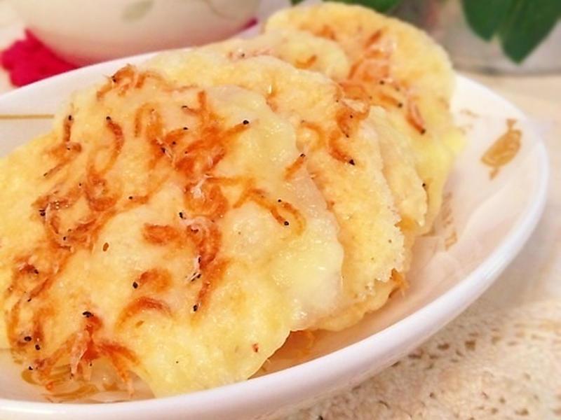 材料2つ!レンジで3分!網エビとチーズのパリパリ煎餅