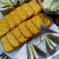 カマンベールチーズとクラッカーで簡単におうちパーティー