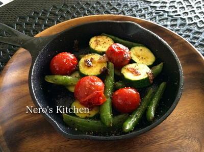 鉄鍋♪ロッジ・ミニスキレットで焼き野菜のアンチョビ風味♪