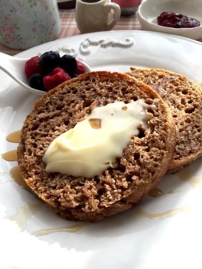 フライパンで焼くヴィーガンの本場イギリスのパン!クランペット