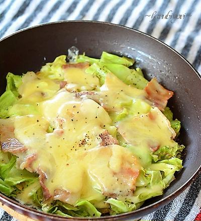 キャベツと豚肉とチーズの蒸し焼き♪辛みで減塩!