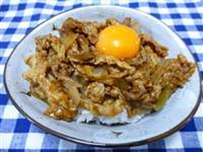卵のっけてピリ辛豚丼☆
