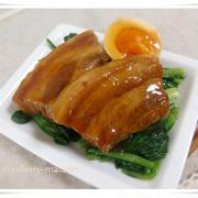 豚の角煮と半熟味付き玉子