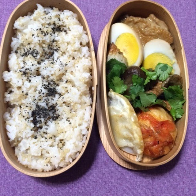 *曲げわっぱ弁当* 鶏肉と卵のブルーベリー黒酢煮♪