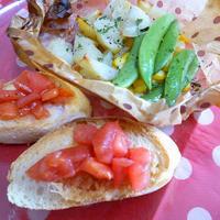 【朝ごはん】切ったらオーブンまかせ♪ トマトのブルスケッタと野菜のバター蒸し