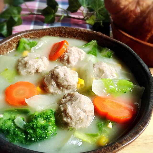 白菜消費!白菜と肉団子クリームシチュー