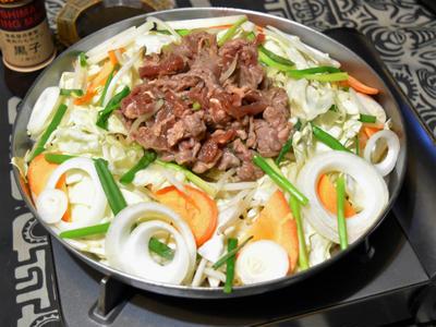 焼き肉のたれで簡単ジンギスカン。野菜もたっぷり食べられるヘルシーおつまみ。