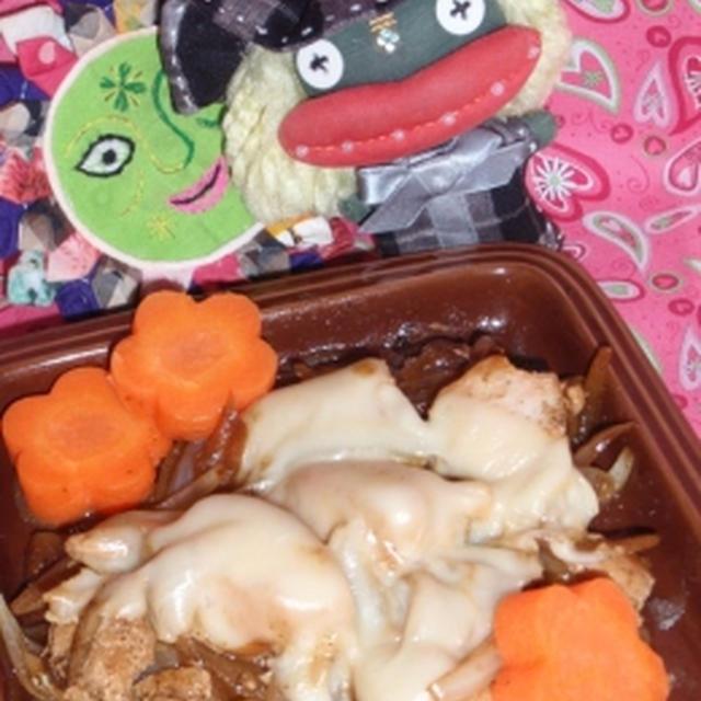 鶏肉のチーズ黒酢炒め&もやしとネギのピーナッツバター炒め(お家カフェ)
