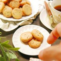 キャラウェイの弾けるプチプチ食感と香りがクセになり手軽にパクパク食べれて朝食にもピッタリ~♪キャラウェイと粉チーズたっぷりサクサクミニミニクッキー -Recipe no.1674-【Japanese】