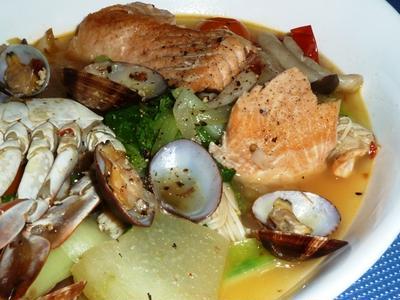 3割引の秋生鮭と3割引のワタリガニと3割引の冬瓜の香味シャンタンのアクアパッツァ風スープ