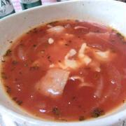 忙しい朝にも簡単美味しい♪ 玉ねぎトマトチーズスープ