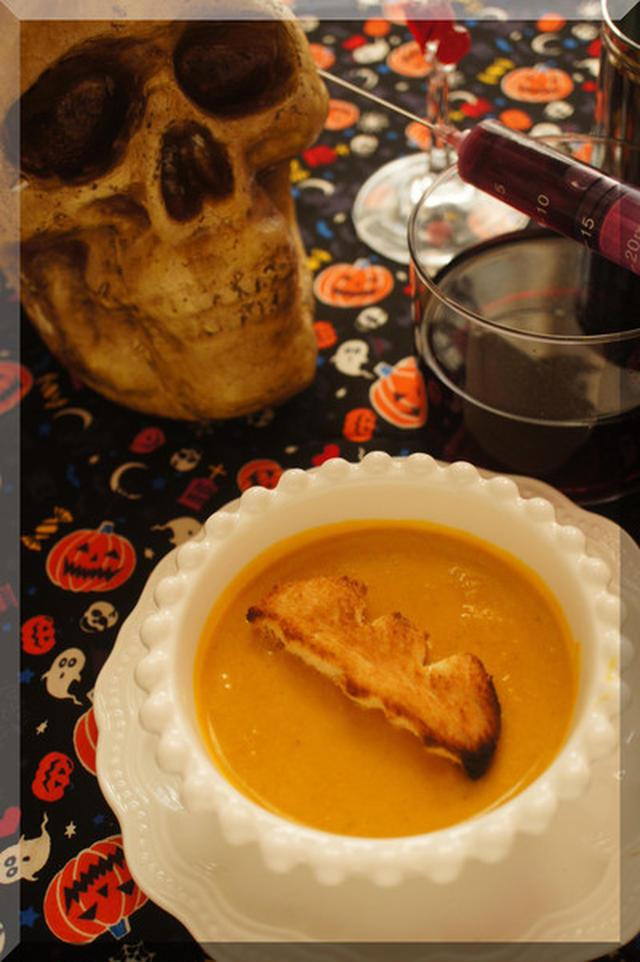 かわいすぎる!ハロウィンモチーフのクルトンでスープ