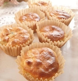 砂糖不使用&ノンオイル!甘酒とレーズンのふんわりカップケーキ
