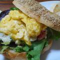 ポテサラと卵のベーグルサンド