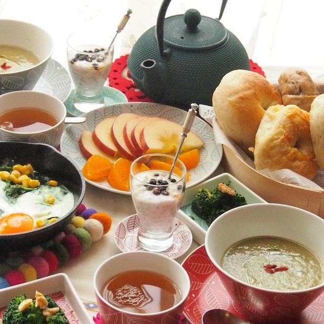 ケールのスープとベーグルで朝ごはん