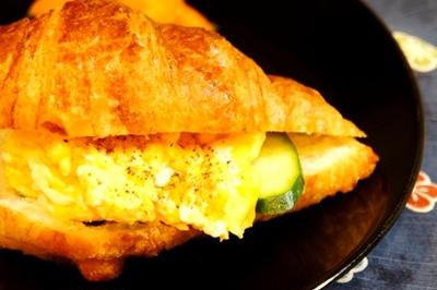 世界一の朝食?クロワッサンのスクランブルエッグで至福の朝食