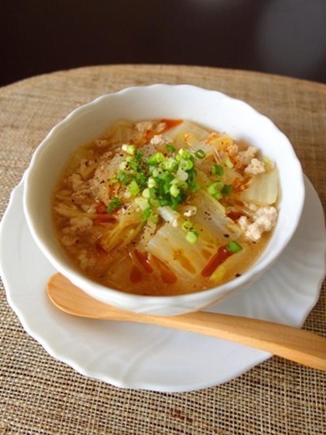 器に入った白菜たっぷりのピリ辛スープ