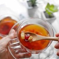 ドライフルーツ食べる紅茶
