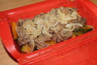 ルクエで牛肉とかぼちゃの蒸しもの。