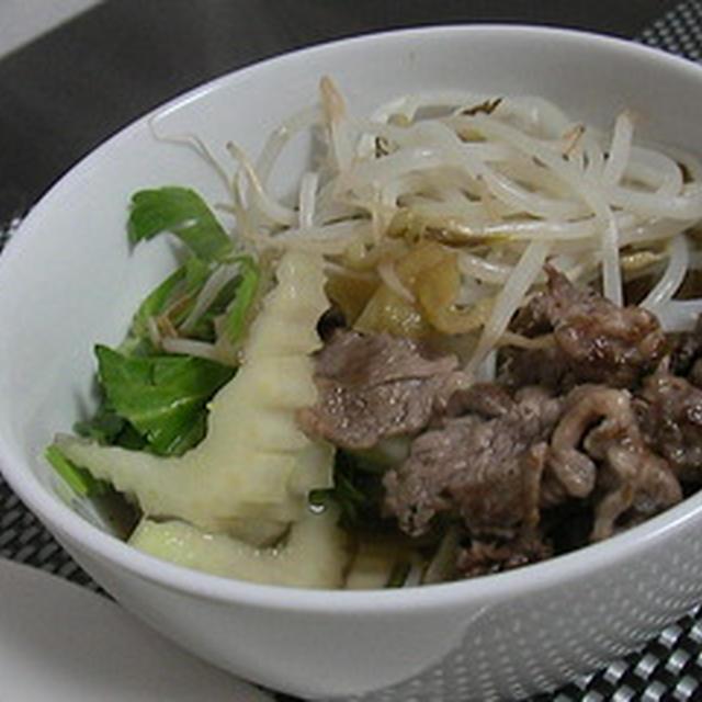 ベトナム風ヌードルスープ。