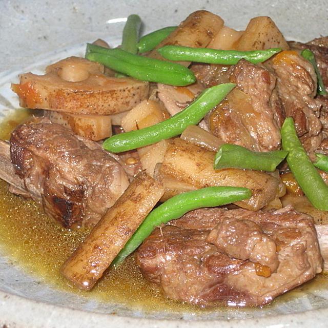 豚スペアリブと根菜のワイン煮
