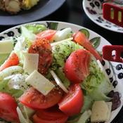 トマトとチーズとレタスのサラダ