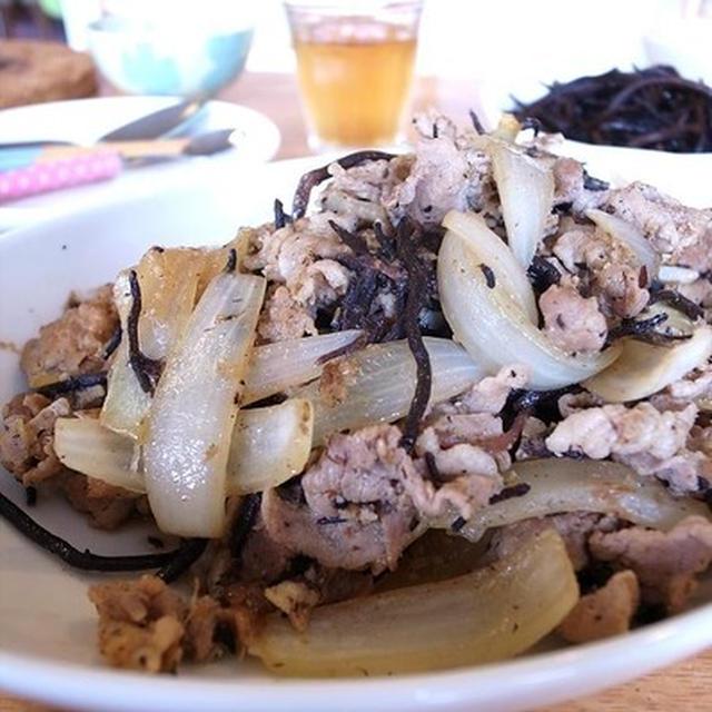 くし型切り玉ねぎがポイント。豚の生姜焼き|七里ヶ浜で江の島と富士山と夕日に乾杯