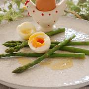 「アスパラとゆで卵のガーリックバター」と「かぼちゃの馬車を見ながらシンデレラ気分で朝食を」