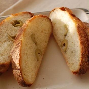 りんご酵母でオリーブパン