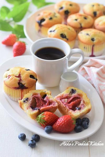 【アメリカ料理】ダブルベリーマフィン♡丸ごと苺とブルーベリーを詰め込んだ春限定スイーツ♪