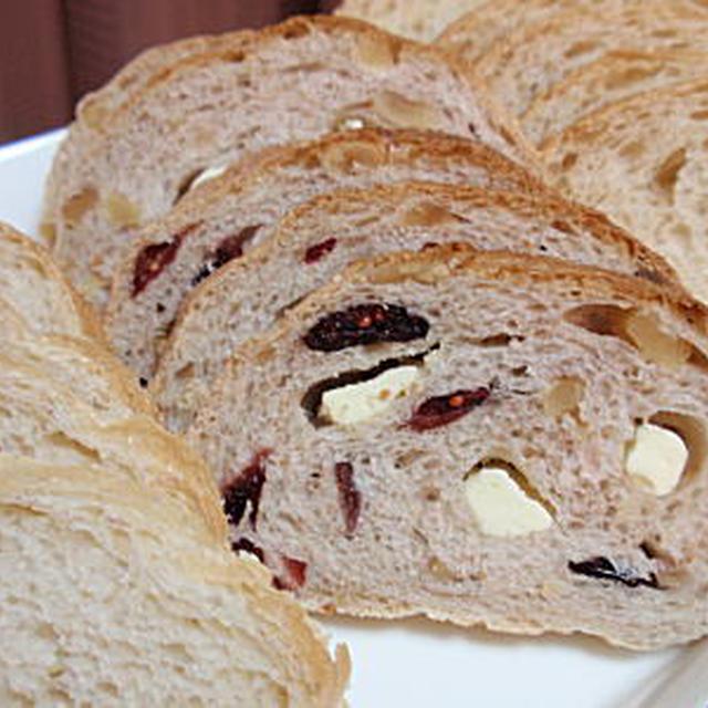 ドライクランベリー・胡桃・クリームチーズのライ麦パン(レシピ付)