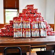 【SPA!創刊30周年記念!孤独のグルメ】うまい棒 1200本でピラミッドを作ってみました