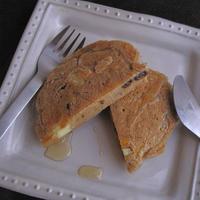 ころころチーズとレーズンのもっちもちパンケーキ