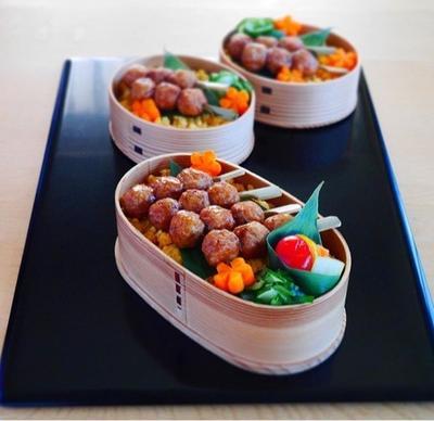 【ミニつくねののっけ弁当】&【円盤型のまんまる焼きおにぎり弁】