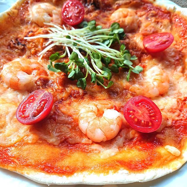 発酵不要トースターで簡単えびとプチトマトとかいわれ大根のピザ(海老、エビ、エビマヨピザ、海老マヨピザ)