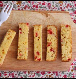 ホワイトデーに♪ホットケーキミックスで簡単!ベリーのスティックケーキ