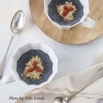 白髪・老化防止に♪黒い食材を食べよう~黒ごまプリンのレシピ