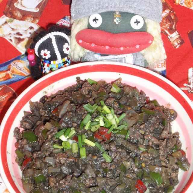 挽き肉黒ごまカレー&里芋の胡麻味噌煮(お家カフェ)