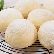 焼き立てふわふわミルクパン【こねずにタッパで混ぜるだけ】