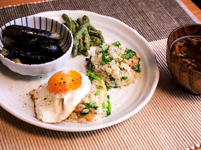 小松菜のガーリックチャーハン