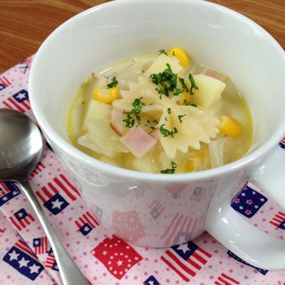 マグカップで、リボンパスタのクリームスープ
