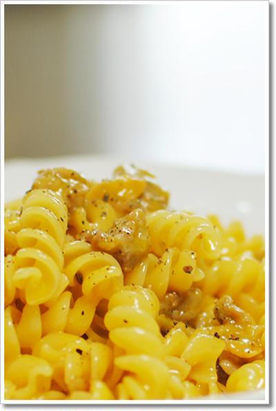 卵黄2個+サルシッチャを使ったカルボナーラのエリーケ