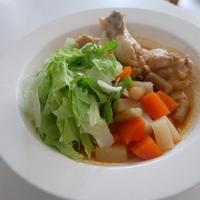 手羽元と根菜のトムヤムスープ